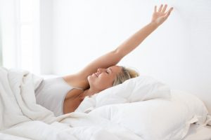 stretchen op bed